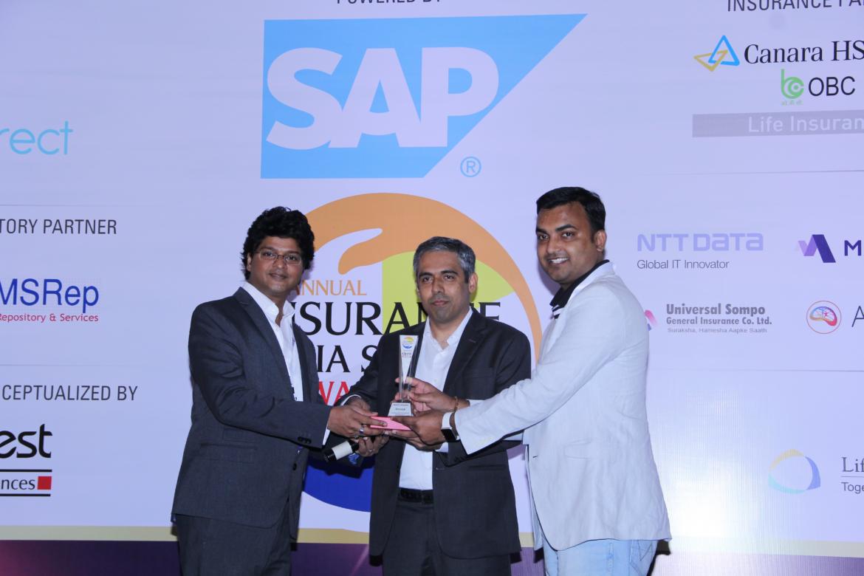 Sri giving the award to IndiaFirst 2